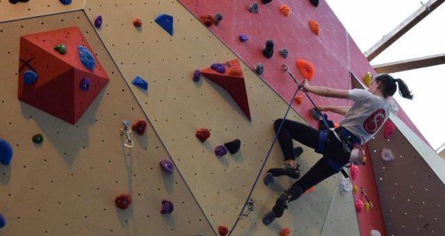 Le mur d'escalade fera le bonheur des grimpeurs